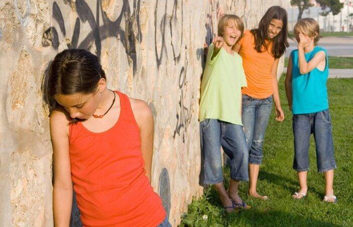 У ребенка трудные отношения со свестниками. Советы психолога родителям